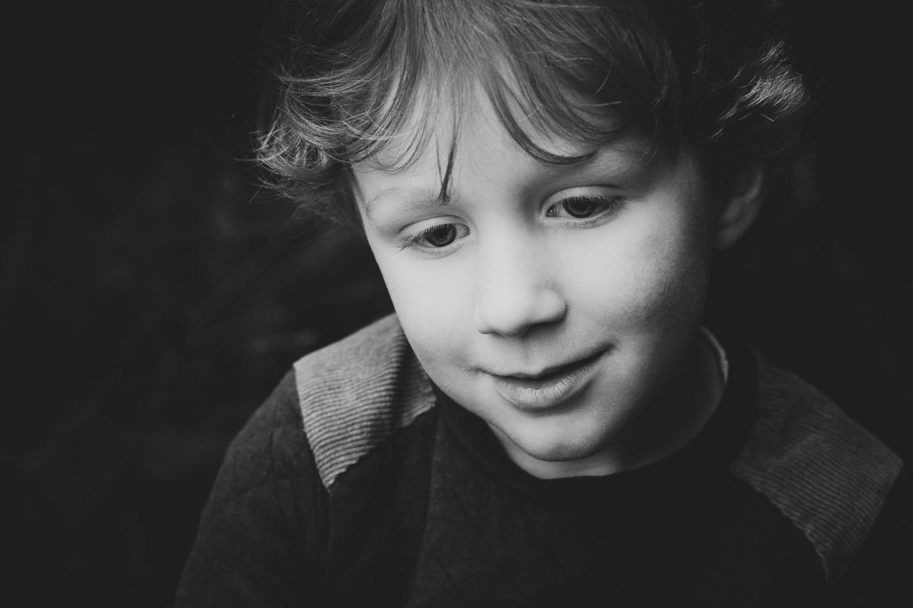 Familie portret Veendam jongen zwart wit
