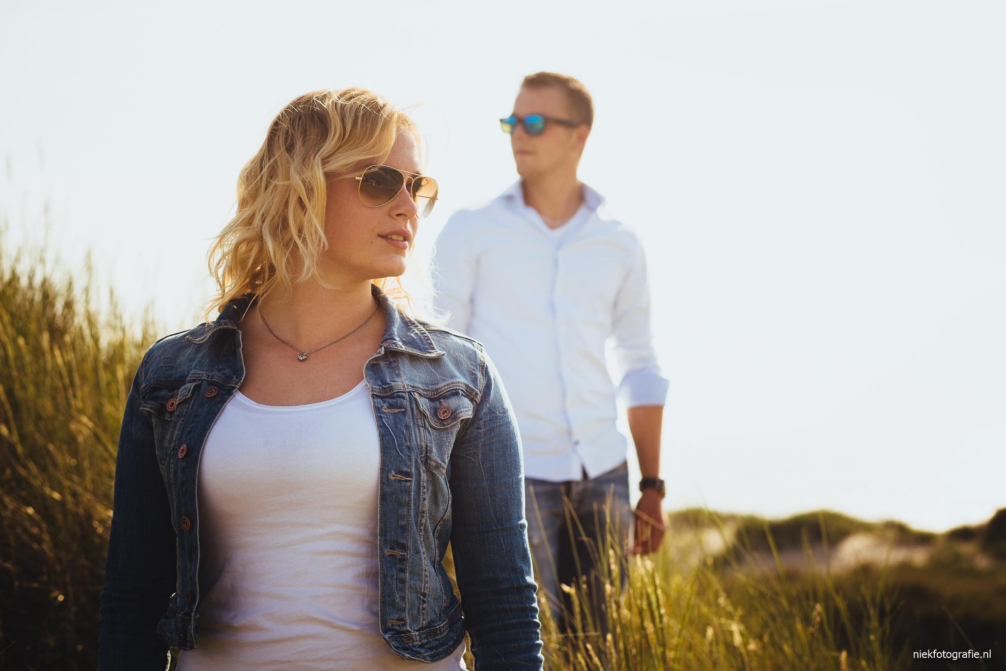 Fotoshoot in de duinen bij Schoorl met Haiko en Esmee