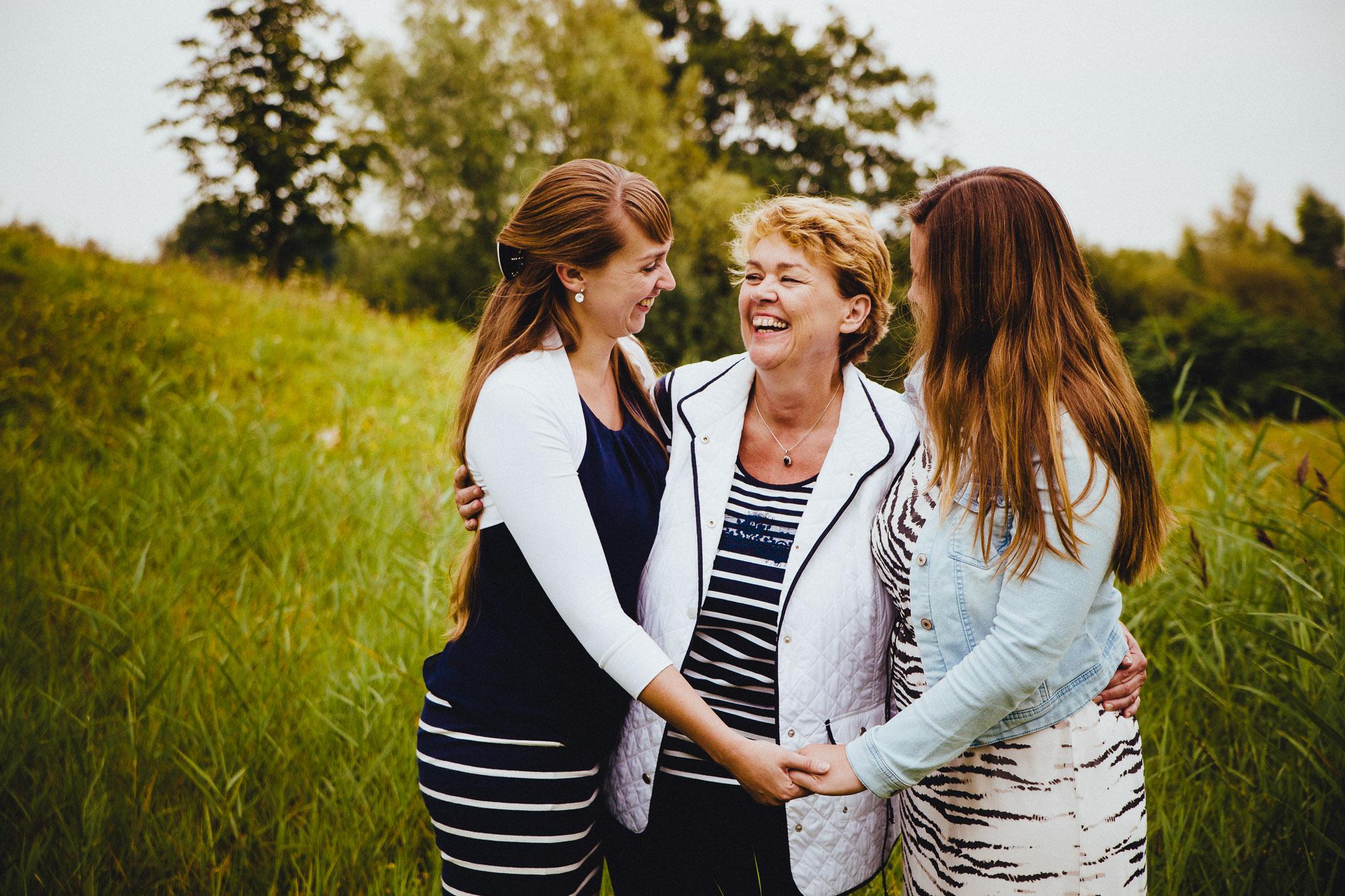 samen met moeder zussen portret in wildervank