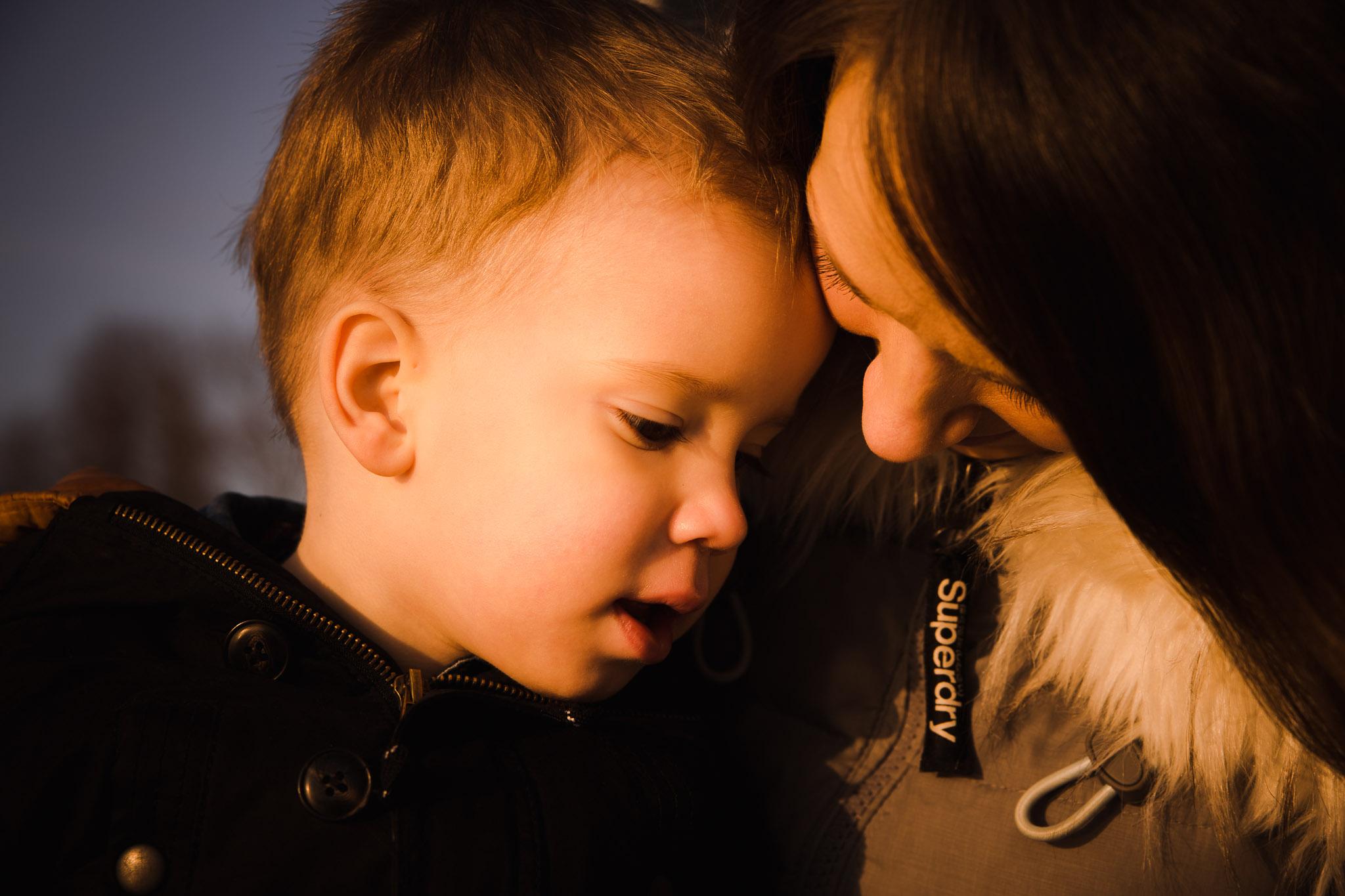 spontaan portret van moeder en zoon