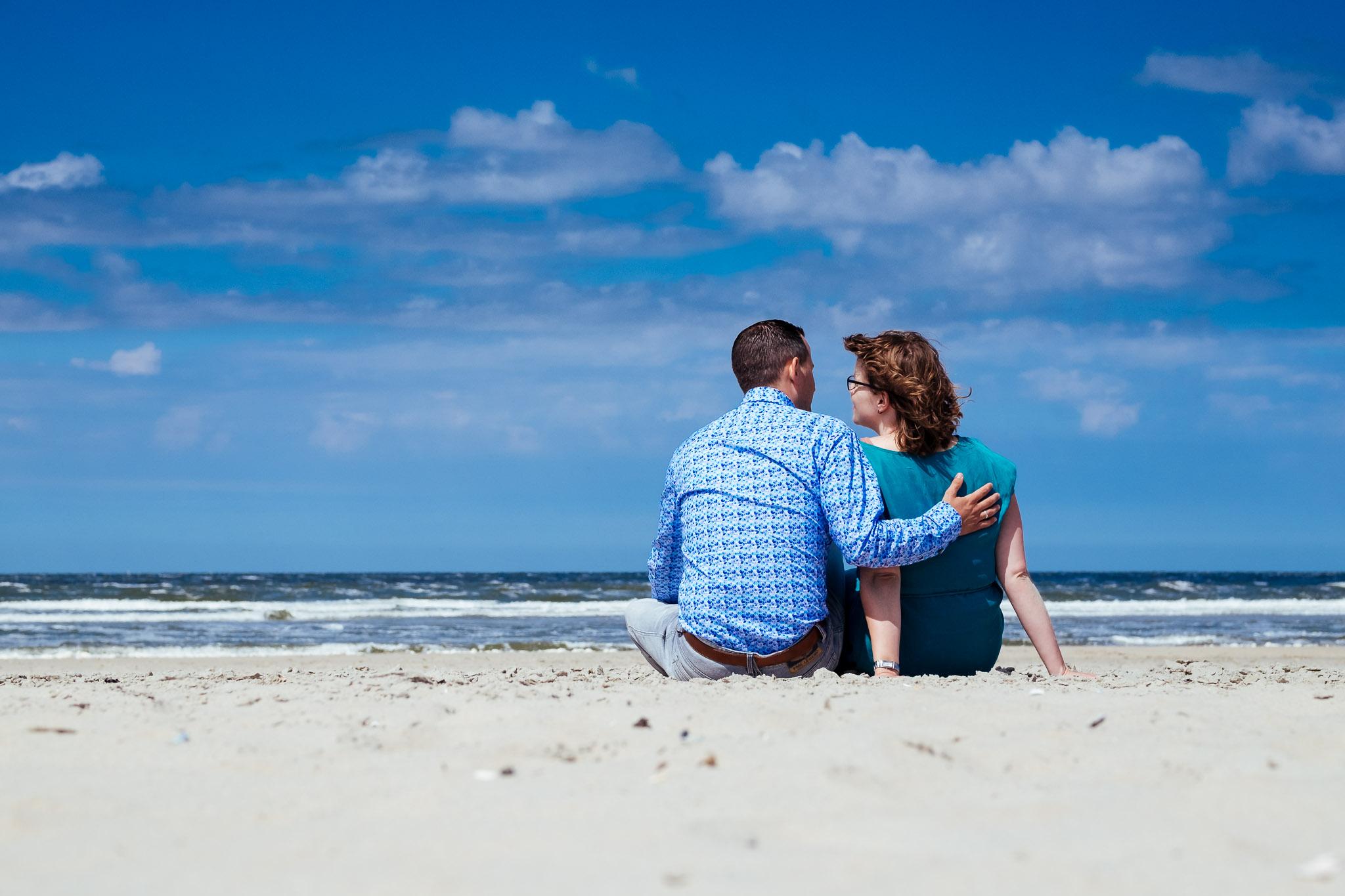 loveshoot op het strand van Ameland met harm en jeanette