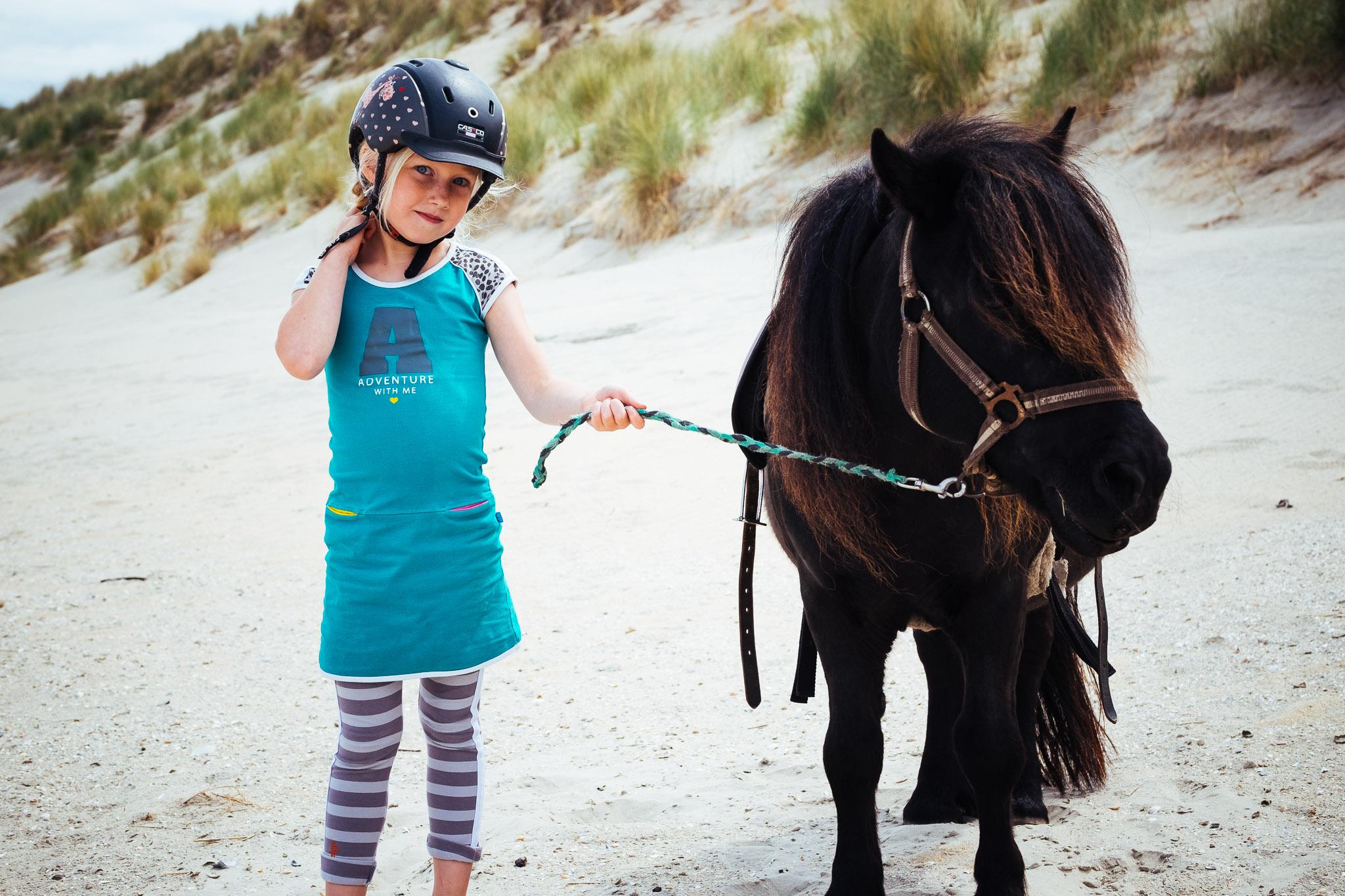 familieshoot samen paardrijden ameland duinen strand